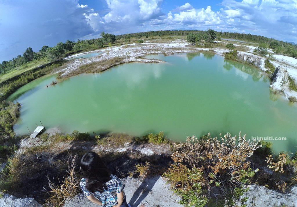 wisata alam danau biru singkawang