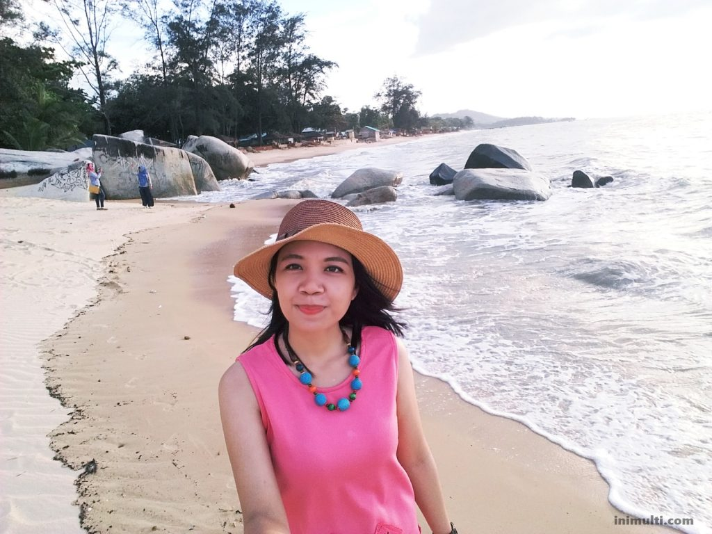 wisata pantai palm beach singkawang