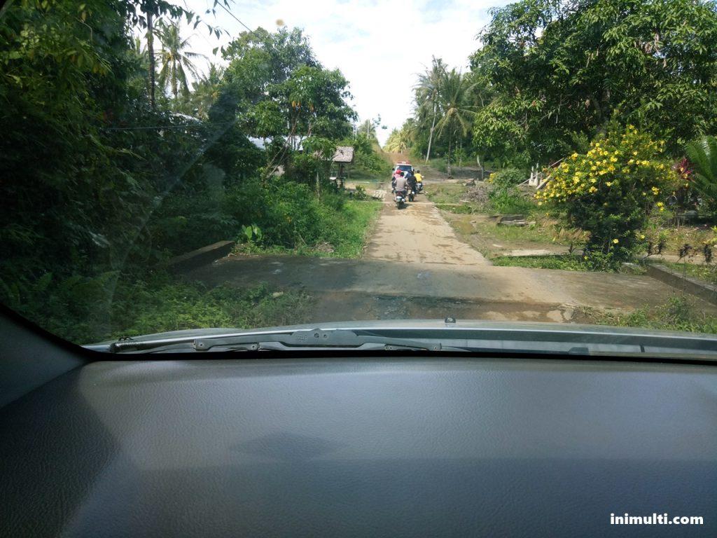 jalan menuju perbatasan indonesia malaysia di temajuk